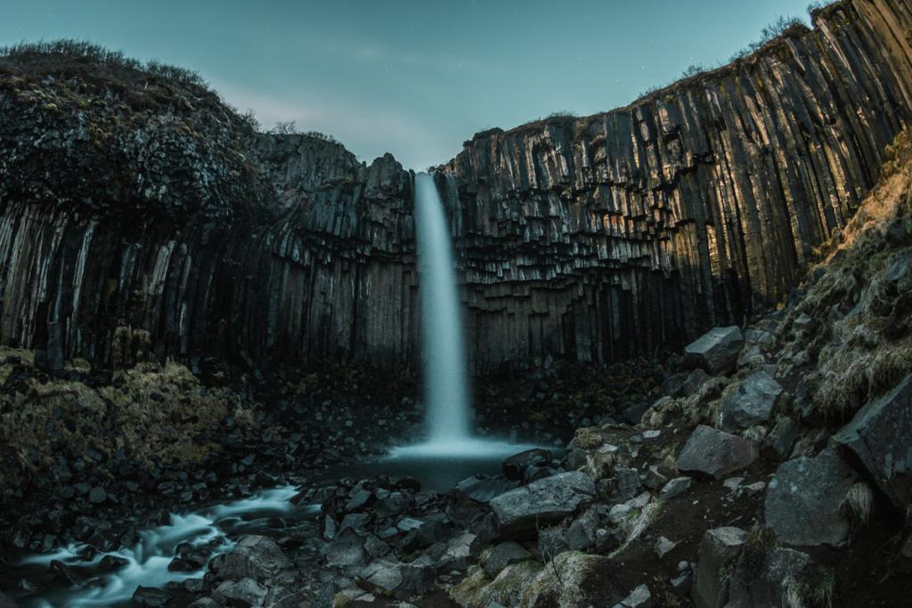 Islandzki wodospad bazaltowy