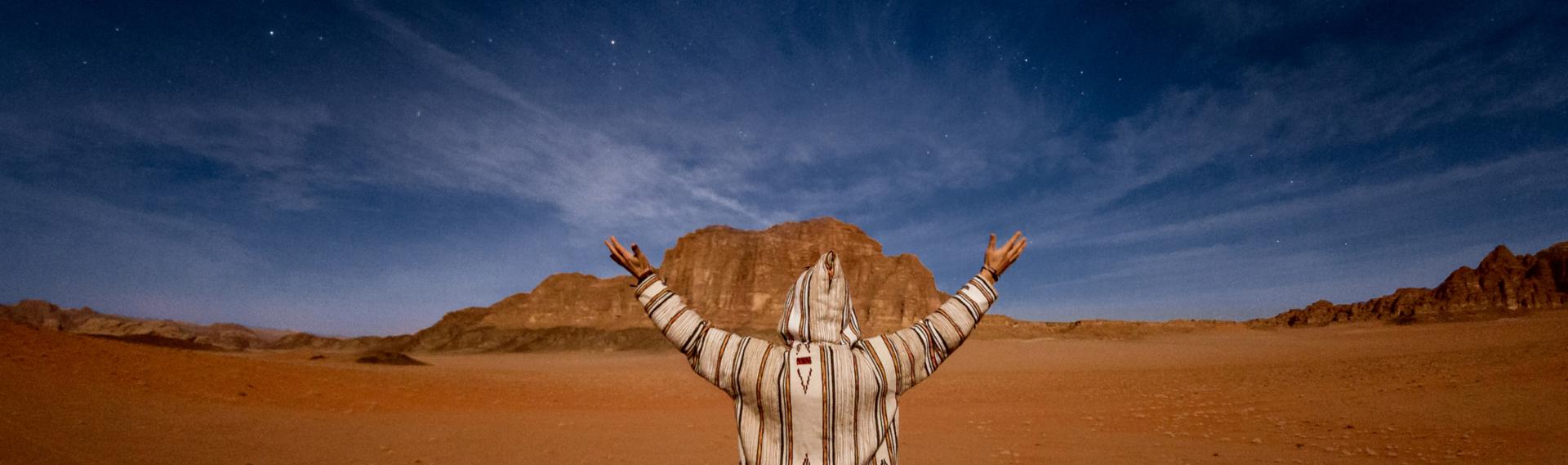 Noc na pustyni Wadi Rum