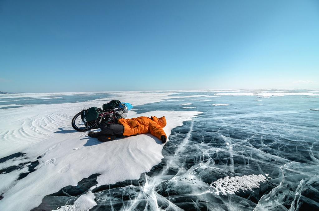 Rowerem po zamarzniętym Bajkale:dopoczynek na jeziorze