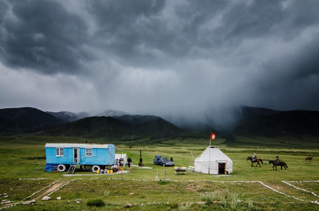 Kirgistan: demokracja w Azji Centralnej