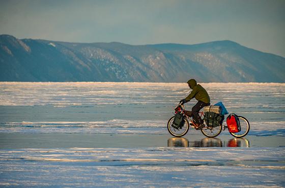 Tradycyjne sakwy Crosso oraz extrawheel przydały się podczas zimowej wyprawy po zamarzniętym Bajkale