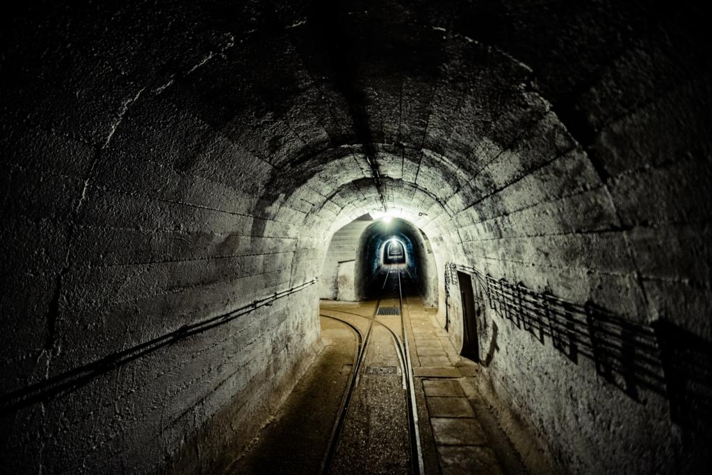 MRU kolej w bunkrze